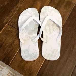 White and silver hibiscus flipflops